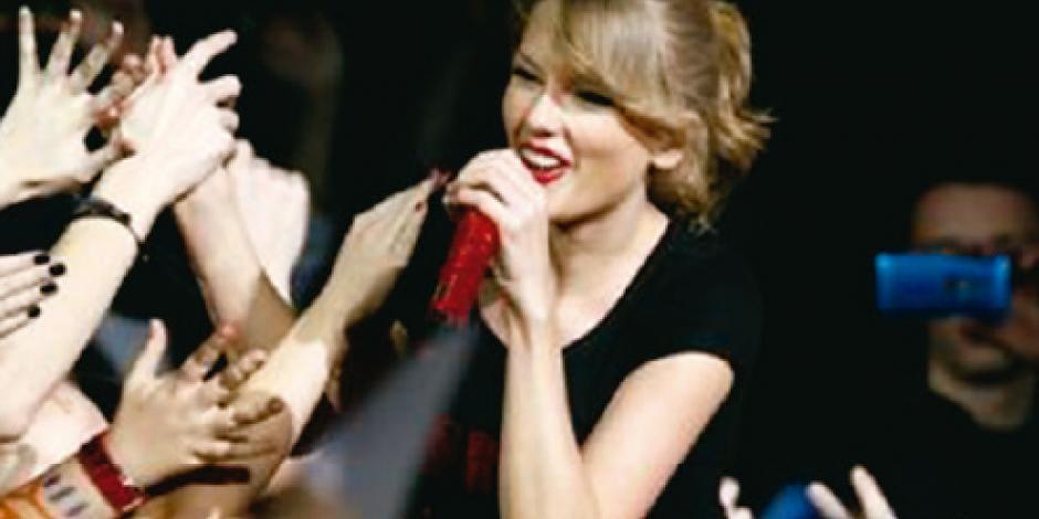 Swift gana 1 dólar en juicio a DJ que la tocó