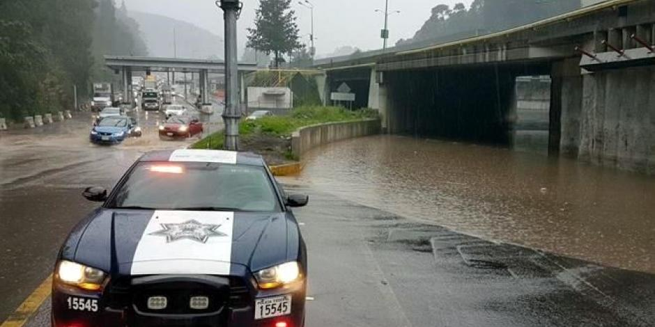 Afecta anegación al tránsito en la México-Toluca