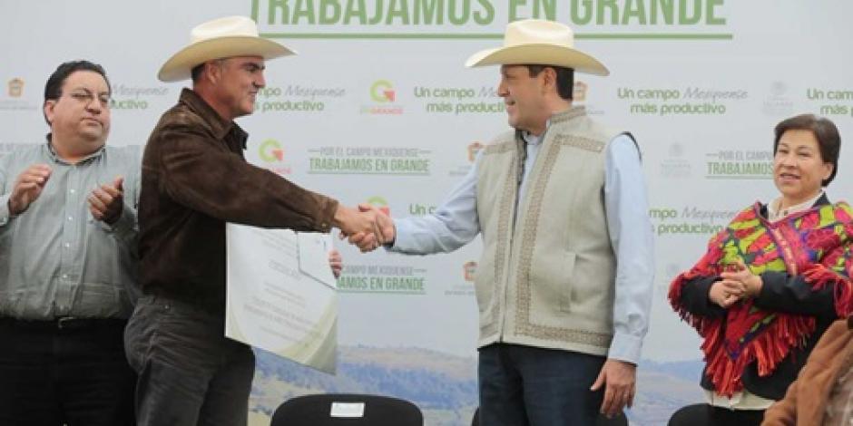 Reconocen al gobernador del Edomex por fortalecer al campo mexiquense