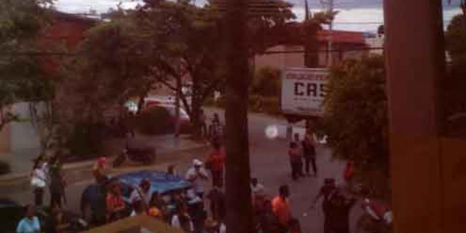 CNTE retiene a 30 trabajadores del IEEPO, entre ellos hay una mujer embarazada
