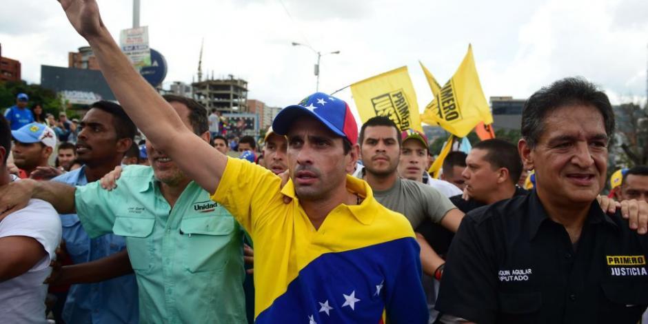 """""""No podemos regalarle a Maduro nuestro derecho a votar"""": Capriles"""