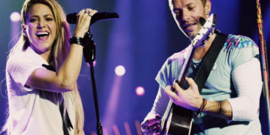 Sorprende Chris Martin al cantar junto a Shakira… en español