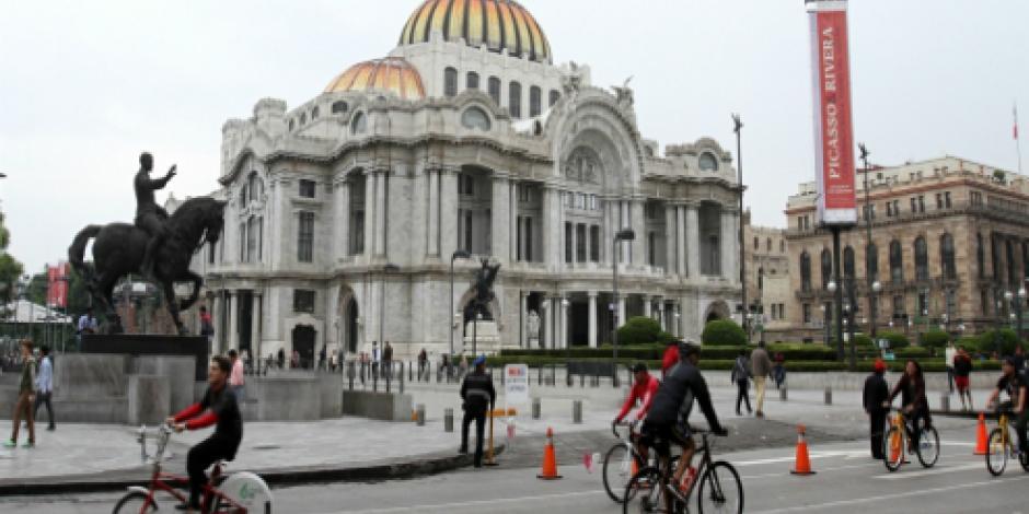 Habitantes de la CDMX pedalean para festejar 10 años de Muévete en Bici