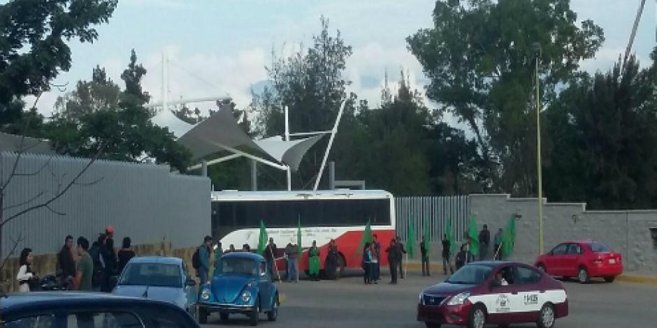 Habitantes bloquean 3 puntos en carreteras en Oaxaca