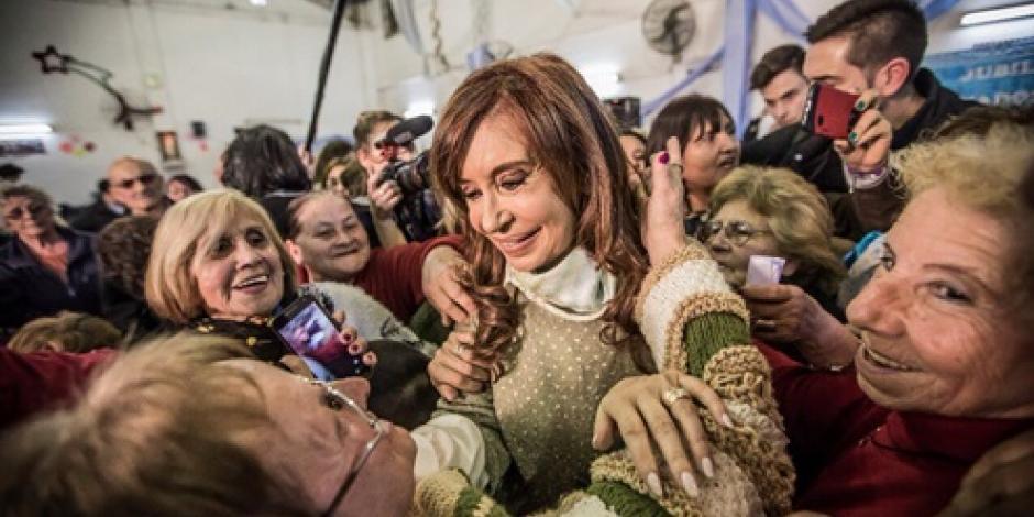 Fernández de Kirchner se perfila como favorita a los comicios de octubre, según encuestas