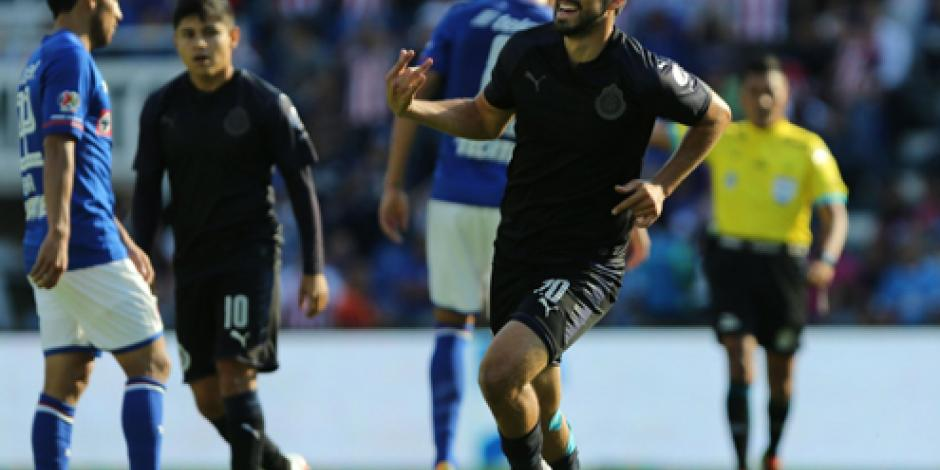 Chivas sale bien librado de su visita a Cruz Azul al empatar 1-1 en Liga MX