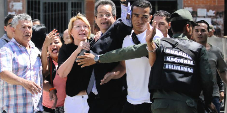 Chavismo condena a alcaldes, jueces y a la fiscal rebelde al exilio