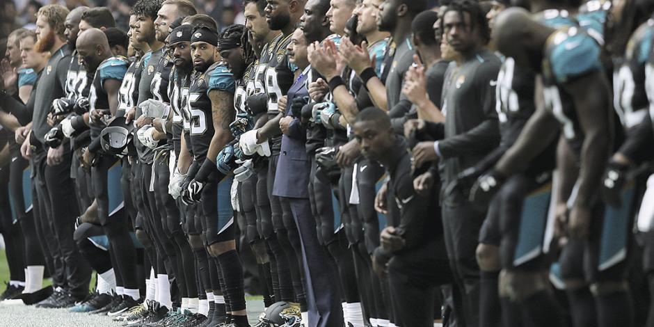 Trump abre otro frente: ataca a rebeldes de NFL