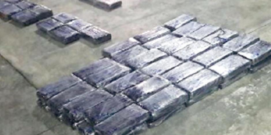 Incauta Sedena 140 paquetes de coca en autobús