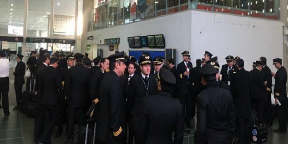 Sancionan a pilotos de Aeroméxico por participar en huelga