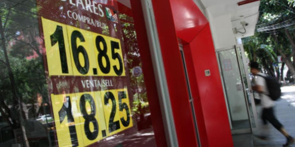 Dólar con buena racha sobre el peso, cierra hasta en 18.14
