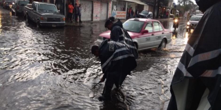 Encuentran sin vida a niña arrastrada por la lluvia en Álvaro Obregón
