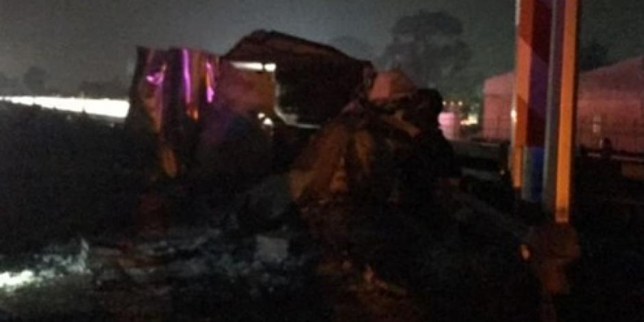 Tren arrolla una camioneta en Edomex, hay 3 muertos