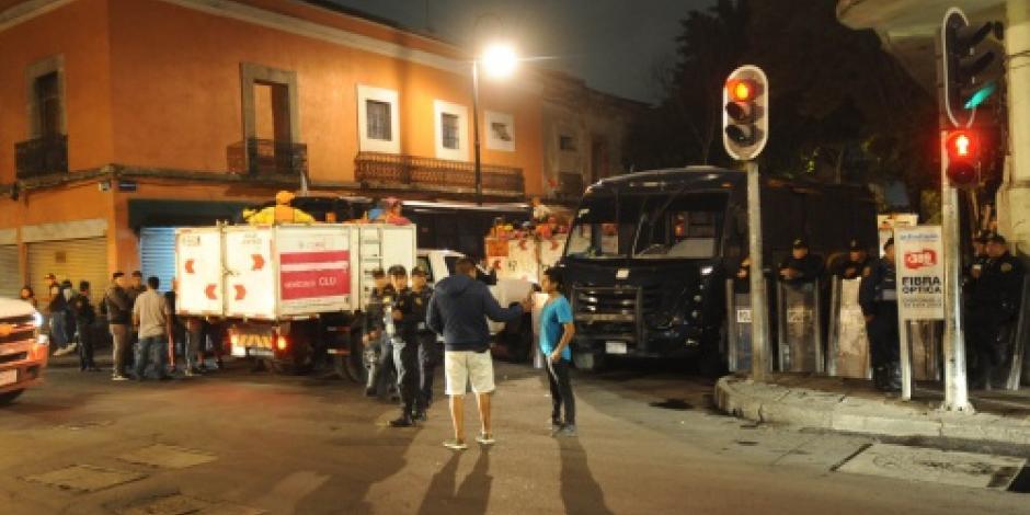 Retiran 56 puestos fijos instalados en calle del Centro Histórico