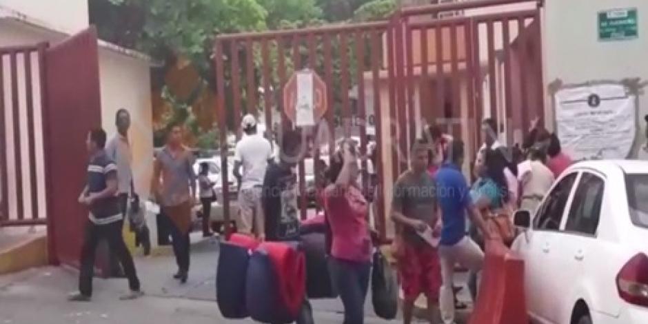 Entregan 7 cuerpos de internos muertos tras riña en penal de Acapulco