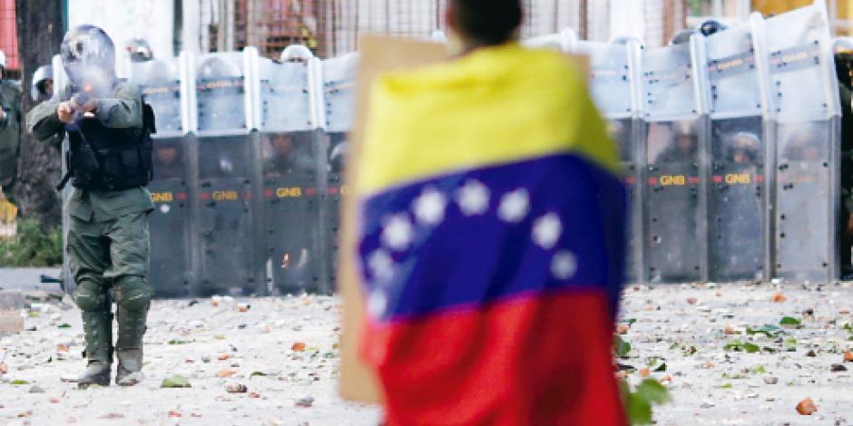 Prohíbe Maduro protestas con penas de 5 a 10 años de cárcel