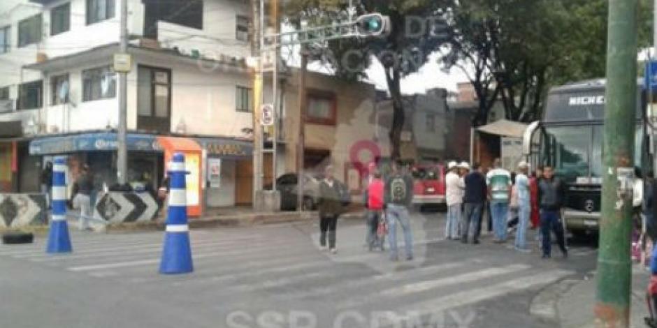 Cerrada circulación en Municipio Libre por manifestantes
