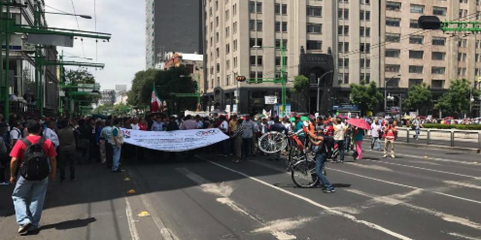 Marchan integrantes del SME en la CDMX