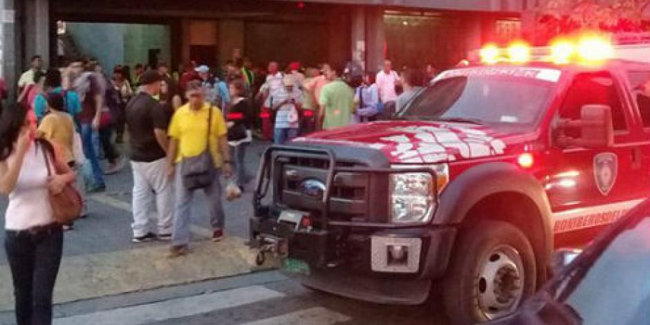 Desalojan a pasajeros de metro en Caracas por explosión en tren