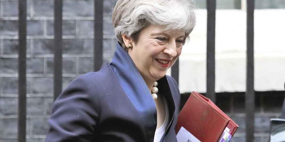 May impone su Brexit duro pese a poco apoyo