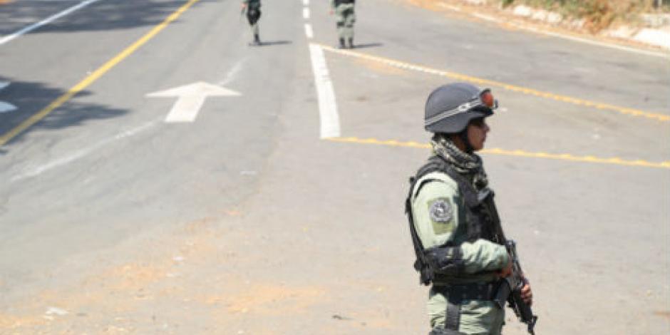 Hallan tres cuerpos en carretera La Huacana, en Michoacán