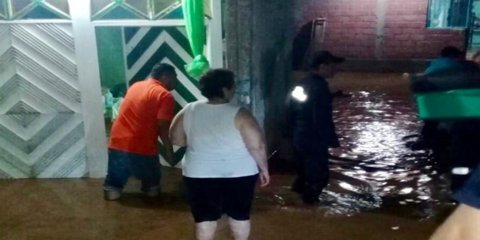 Desbordamiento del río Balsas deja 30 viviendas afectadas