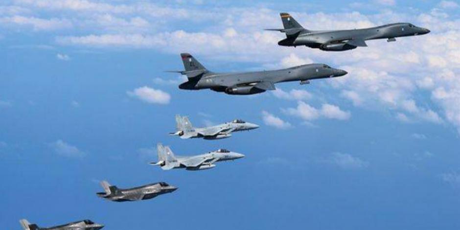 Aumenta tensión, EU sobrevuela Corea con potentes aviones
