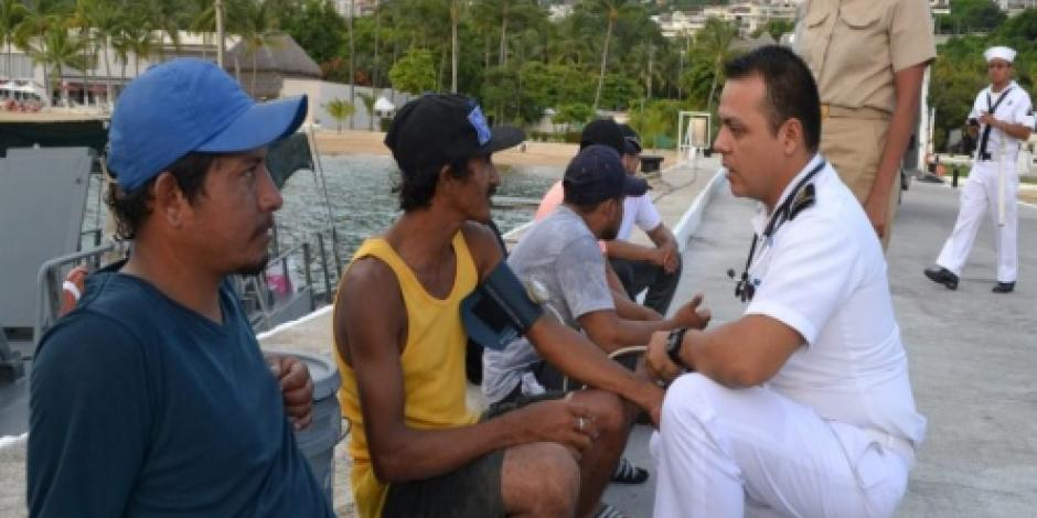 Rescatan en Acapulco a 5 pescadores que llevaban 6 días a la deriva