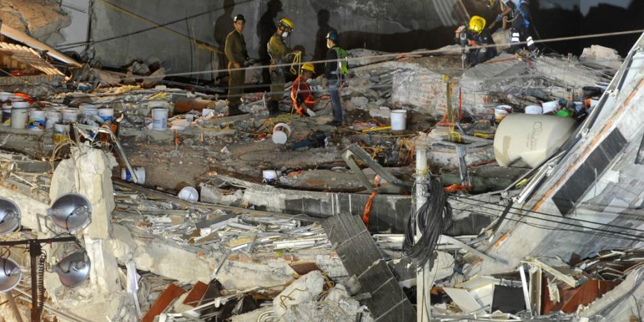 Suman 325 muertos por sismo de 7.1 en el país