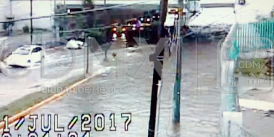 Deja lluvia sabatina encharcamientos en vialidades de la Ciudad de México