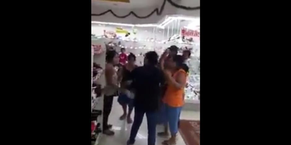 VIDEO: Mujeres se pelean por un par de zapatos en el Buen Fin