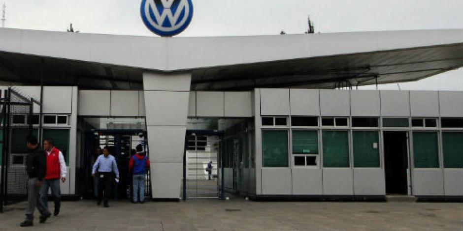 Hallan muerto a trabajador en planta Volkswagen de Puebla