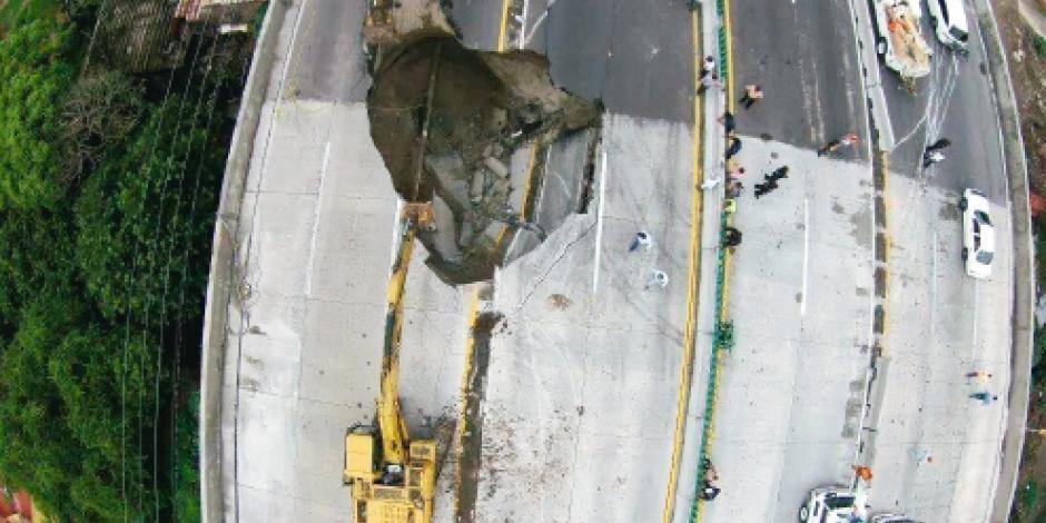 Padre e hijo  mueren al caer en socavón en Cuernavaca