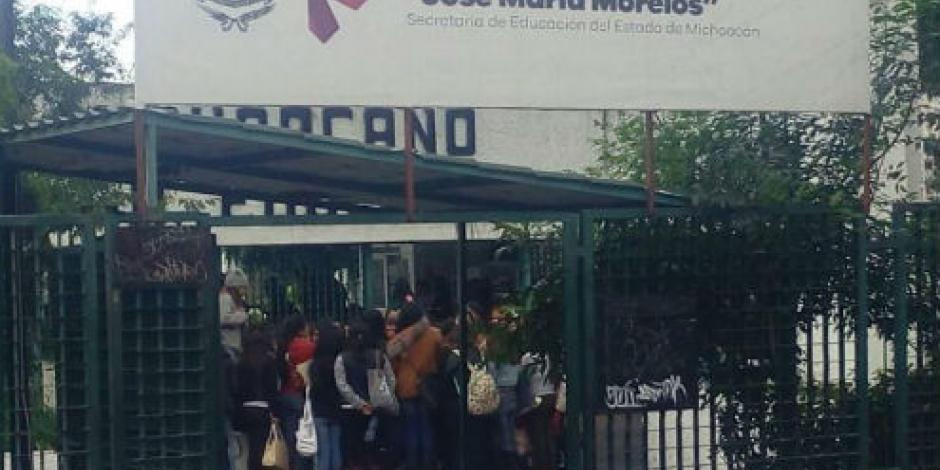 Inconforma a empleados de Educación contratación de normalistas en Michoacán