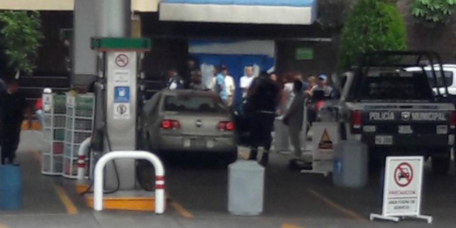 Acribillan a automovilista en gasolinera de Tlalnepantla