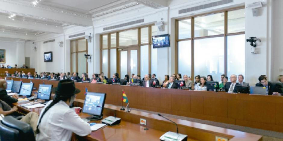 Pide la OEA a Maduro suspender Asamblea