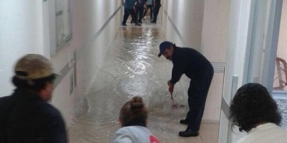 Hospital Xoco se inunda por las lluvias en la CDMX