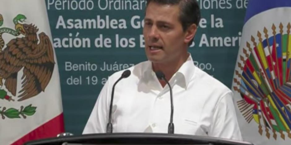 Ante OEA, EPN llama a enfrentar desafíos con apego a normas democráticas