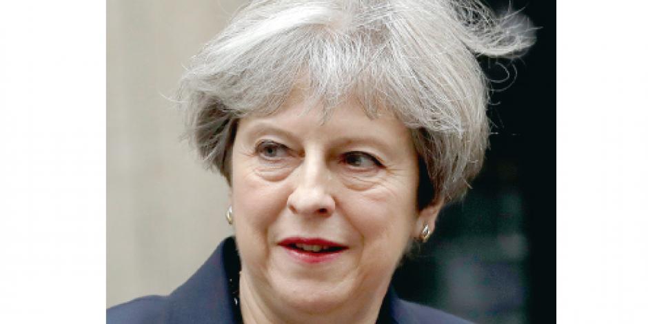 May acude a Cameron para acabar con la crisis
