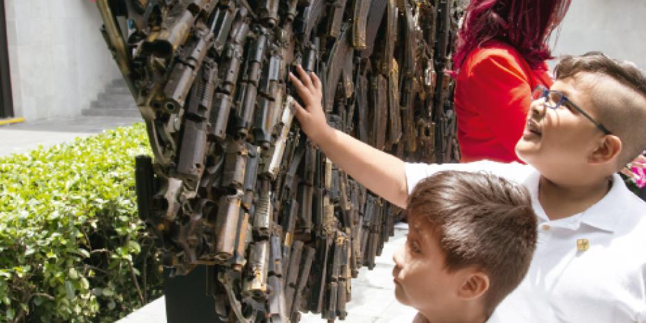 Marín transforma 2.8 toneladas de armas en las Alas de la Paz