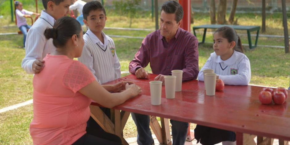 Destaca EPN avances en política social