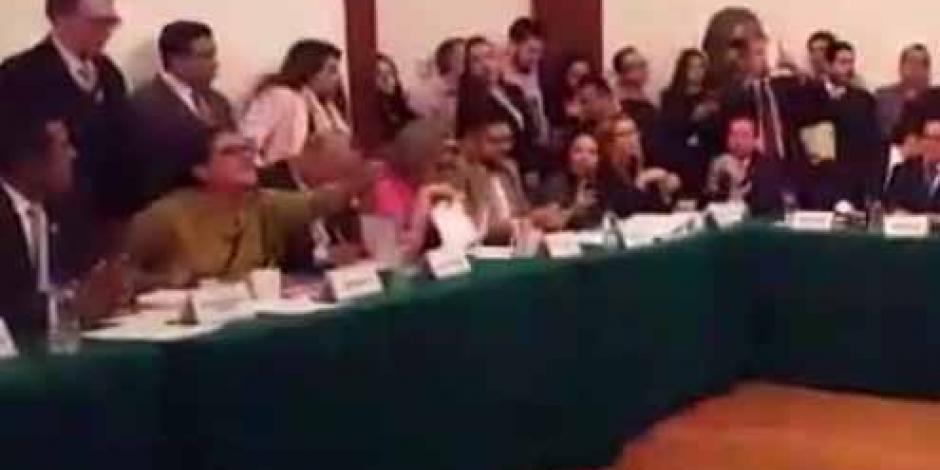 VIDEO: Morena intenta reventar sesión por Sistema Anticorrupción de la CDMX