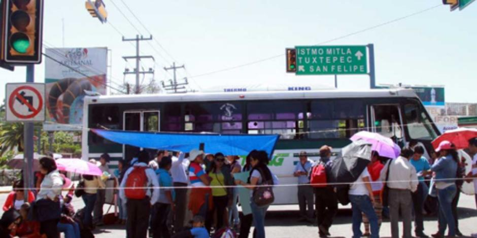Docentes en Oaxaca intensifican movilizaciones para exigir becas económicas