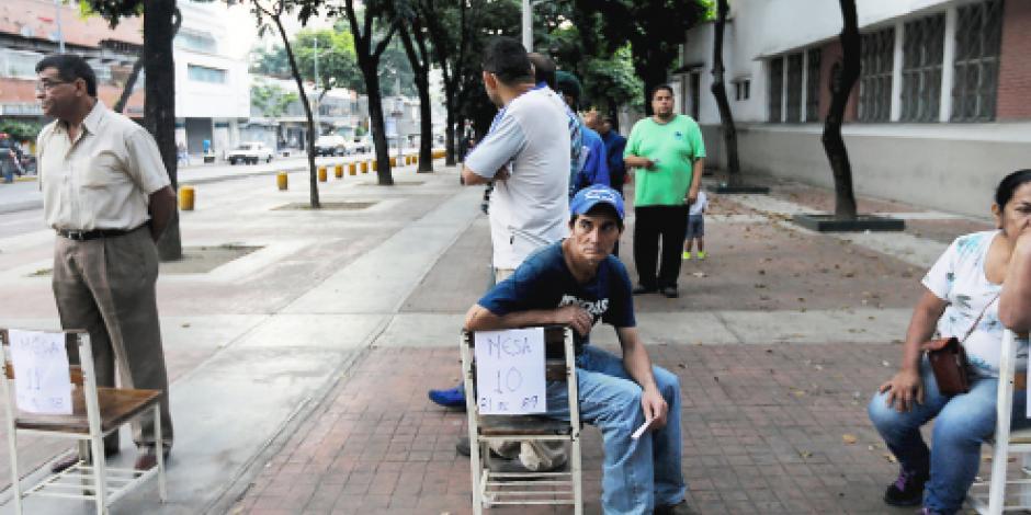 Maduro tira la democracia con una votación de acarreados y 15 muertos