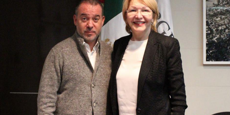 Exfiscal venezolana se reúne con el titular de la PGR en México