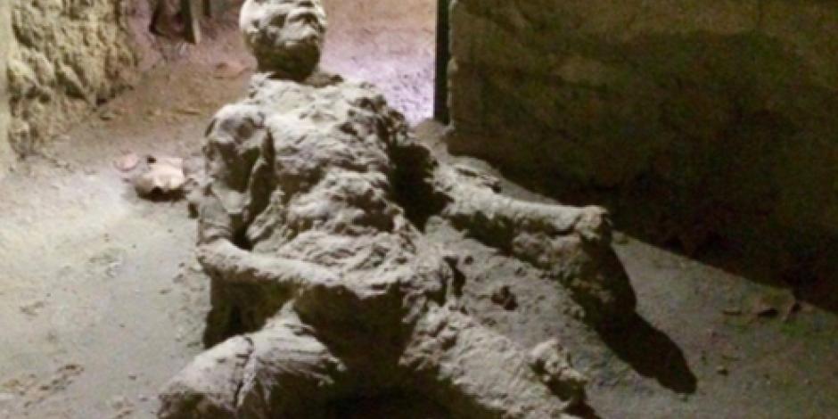 ¡Con las manos en la masa! Hallan a hombre petrificado en Pompeya