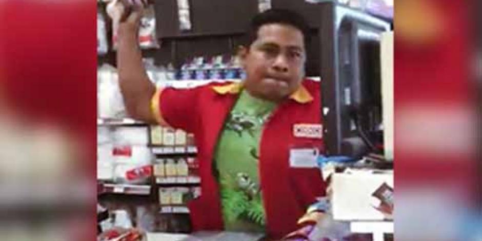 Video: Empleado de Oxxo arroja café hirviendo a cliente