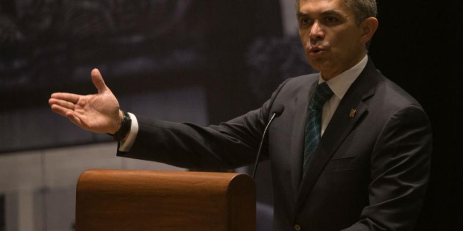 Mancera promete luchar por un salario digno para mexicanos