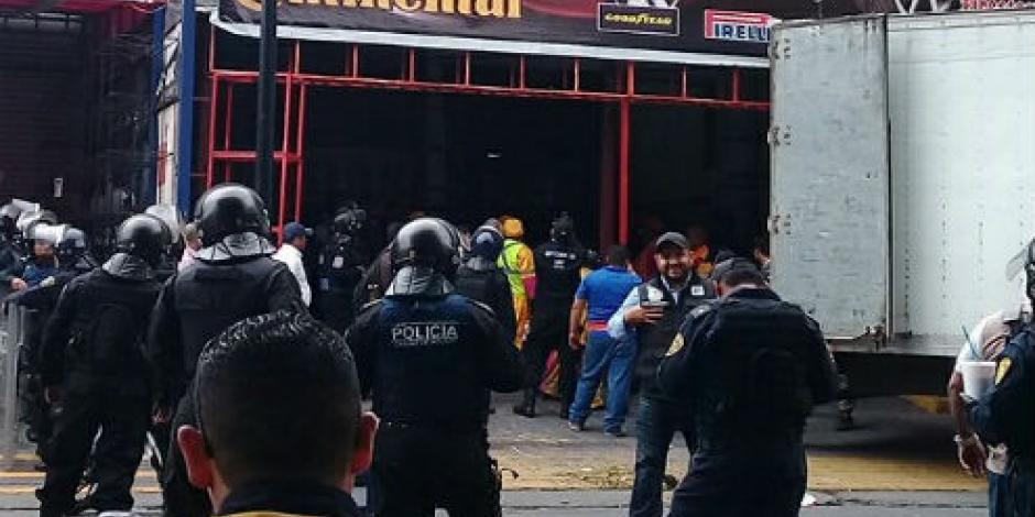 Chocan vendedores de autopartes y policías tras operativo en la Cuauhtémoc