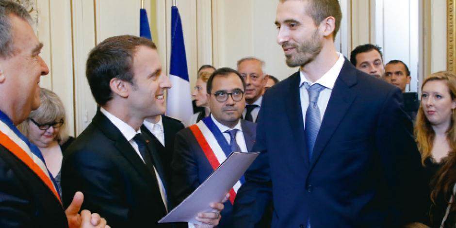 Macron lanza ley e impide a diputados emplear familiares